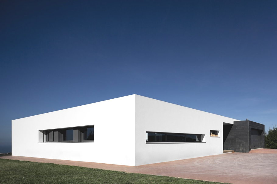 Contemporary-Property-Design-Portugal-03