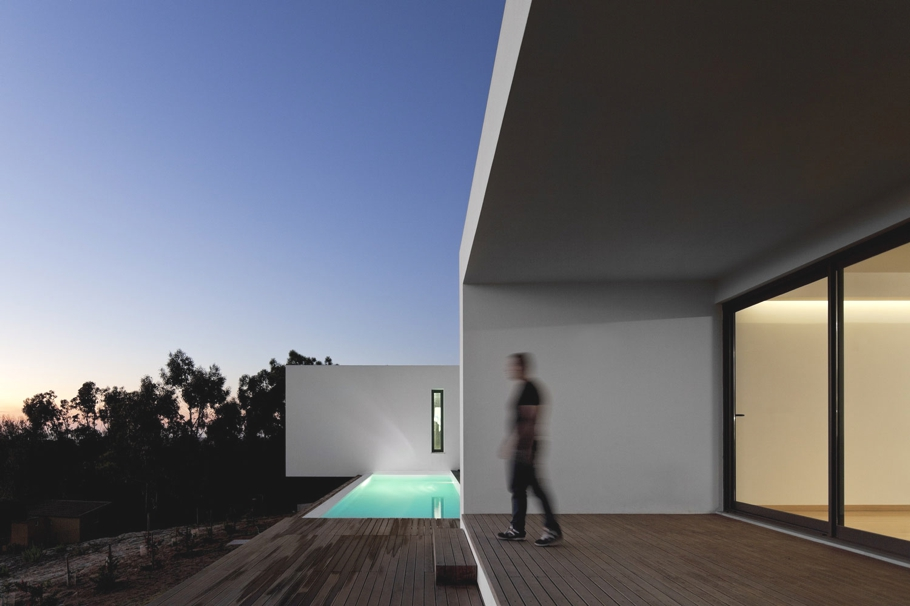 Contemporary-Property-Design-Portugal-09