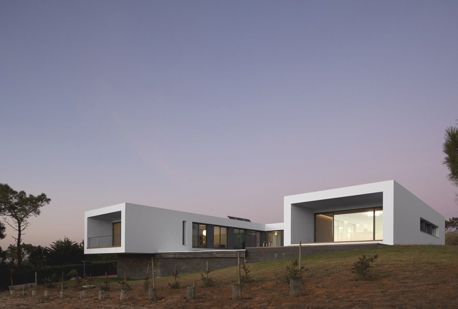 Contemporary-Property-Design-Portugal-11