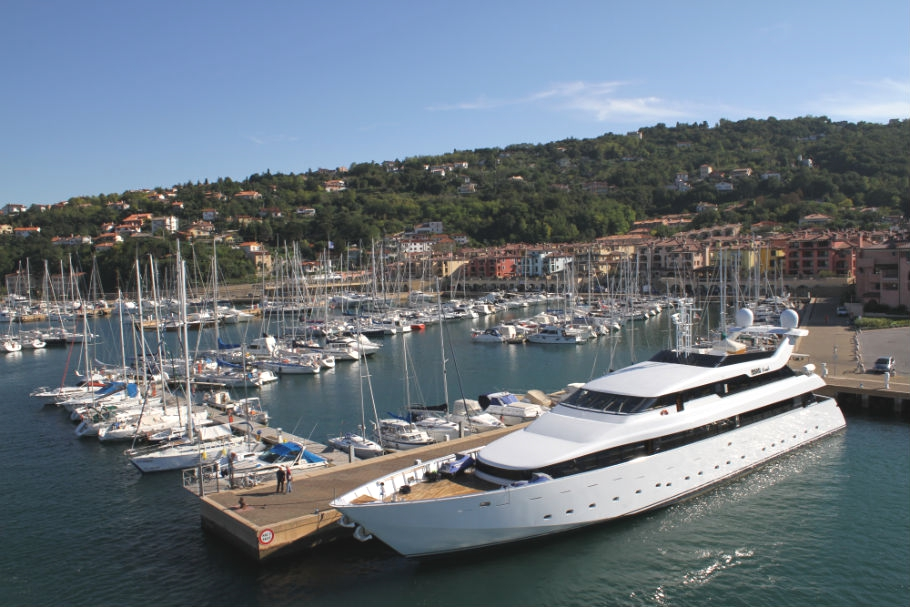 Luxury-Marina-Italy-09