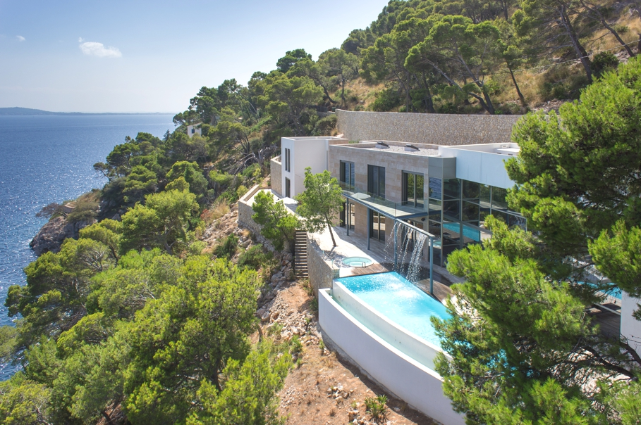 Luxury waterfront villa in Formentor, Mallorca « Adelto Adelto