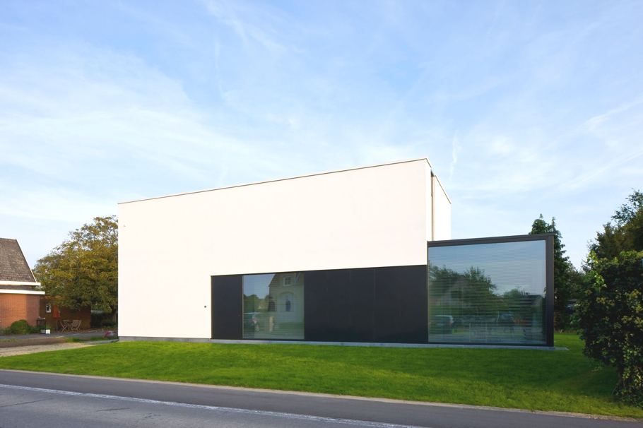 Contemporary-Property-Design-Belgium-00