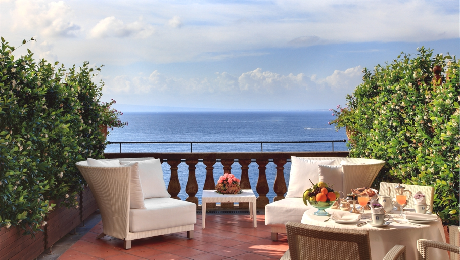 Luxury-Italian-Hotel-Sorrento-00