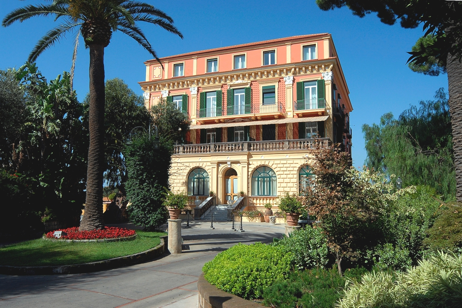Luxury-Italian-Hotel-Sorrento-02