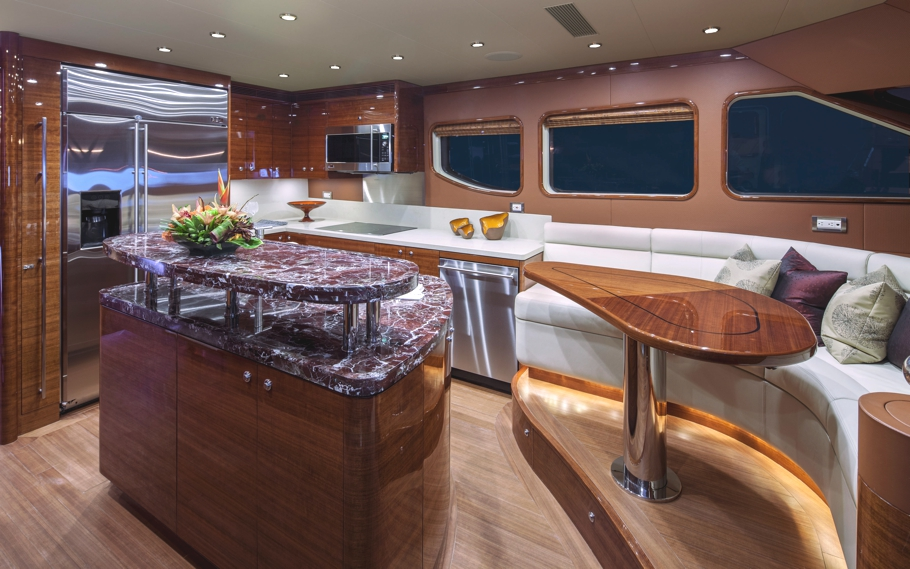 Luxury-Yacht-02