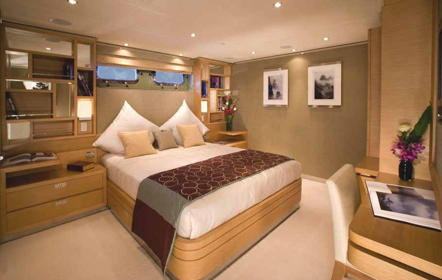 Luxury-Yacht-Charter-06