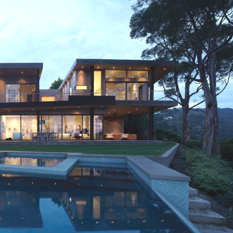 Luxury Homes In Los Angeles With A View: Luxury Mandeville Property With Views Of The Canyon, LA