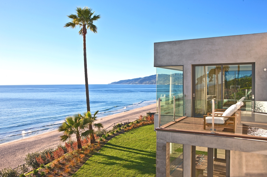 Contemporary seaside estate malibu us adelto adelto for Luxury beach homes for sale in california