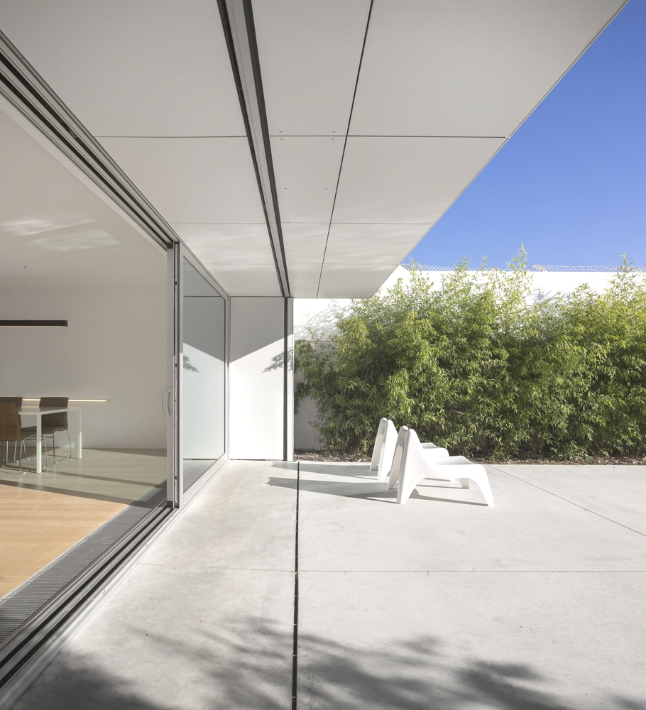 Minimal-Design-Homes-Portugal-Adelto-02