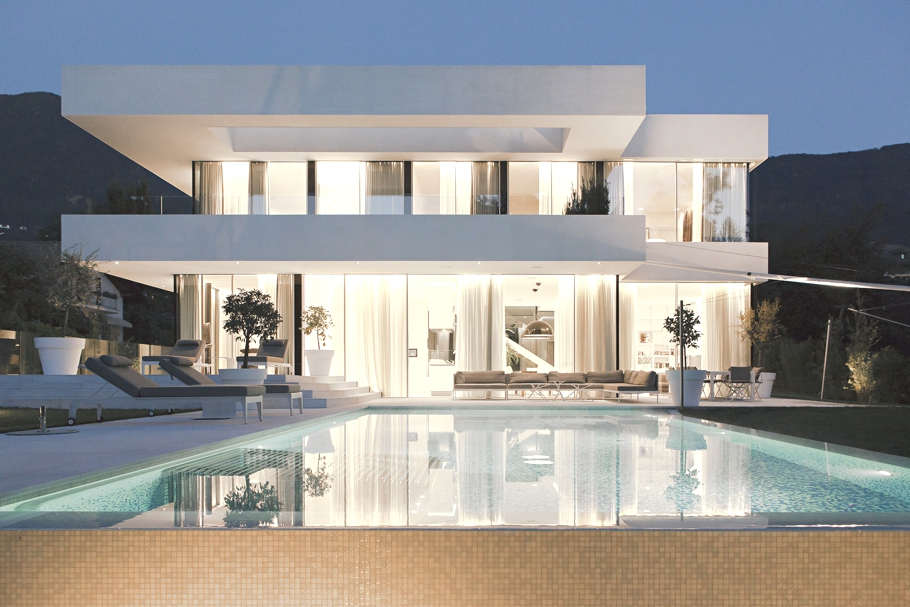 Luxurious House M with a seamless transition, Italy « Adelto Adelto