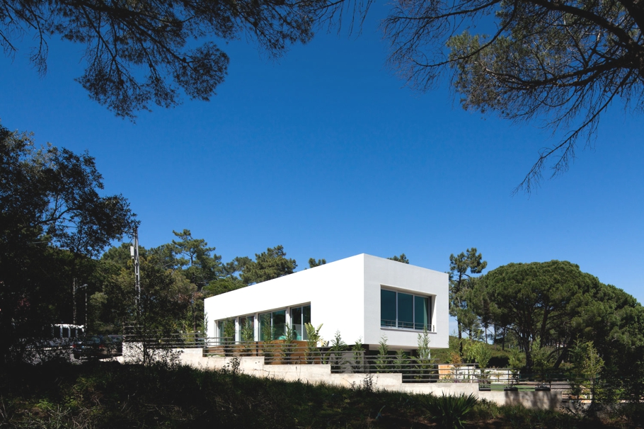 Contemporary-Architectural-Design-Portugal-01