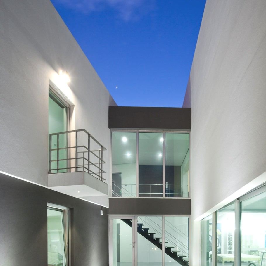 Contemporary-Architectural-Design-Portugal-13
