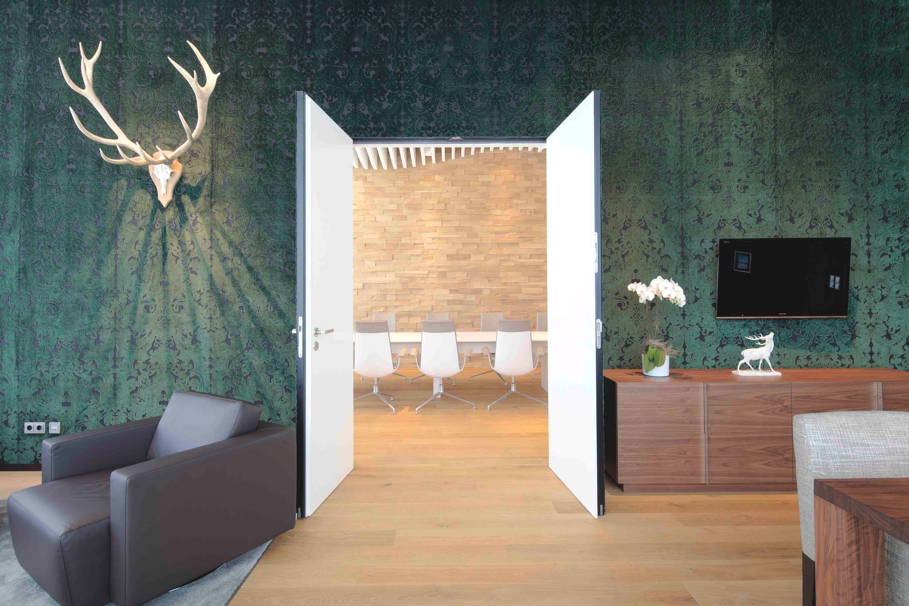 luxury interior design munich airport 12 adelto adelto. Black Bedroom Furniture Sets. Home Design Ideas