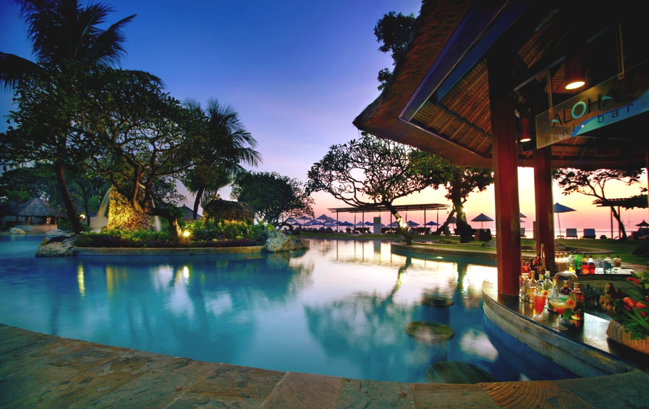 An ideal retreat to unwind aston bali beach resort and for Luxury resorts in bali indonesia