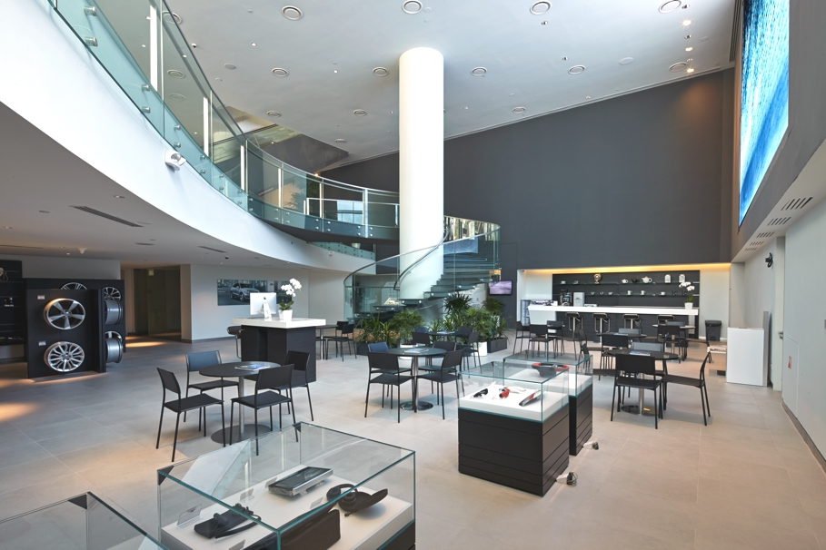 audi 39 s new stylish flagship store in singapore adelto adelto. Black Bedroom Furniture Sets. Home Design Ideas
