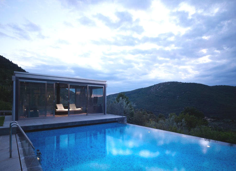 Fioravanti poolhouse in the bisenzio river valley italy for Infinity pool design uk