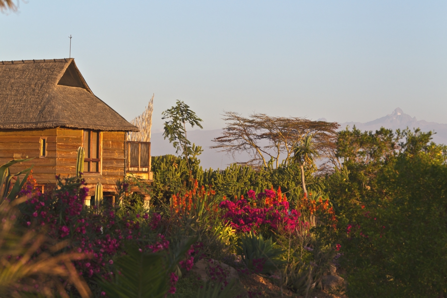Luxury-Safari-Lodge-Kenya-04