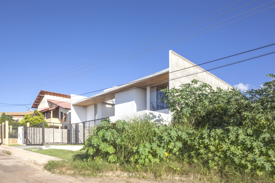 Contemporary-Modern-Homes-Brazil-Adelto-00