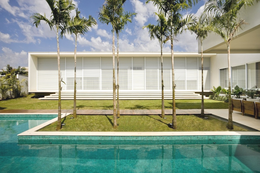 Luxury-Home-Brazil-Adelto-003