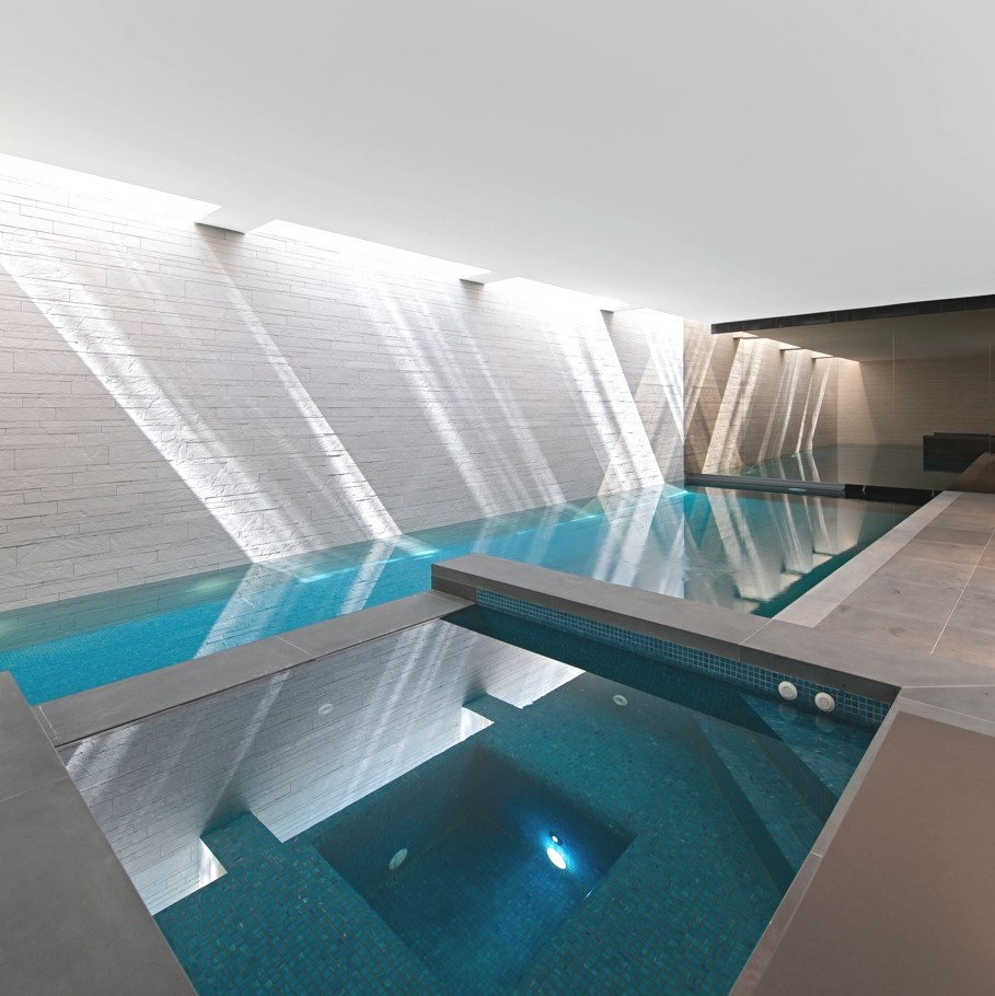 Luxury west london house with a stunning pool by shh for Indoor pool design uk