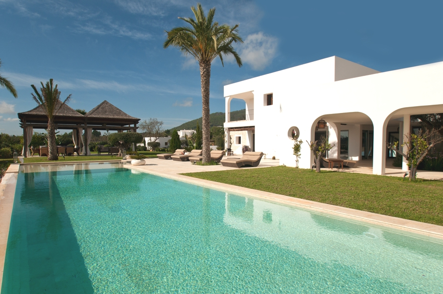 Luxury-Villa-Morna-Valley-Ibiza-Adelto-00