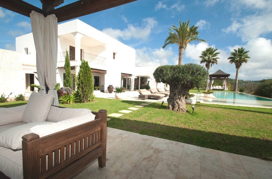 Luxury-Villa-Morna-Valley-Ibiza-Adelto-01