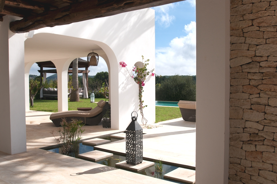 Luxury-Villa-Morna-Valley-Ibiza-Adelto-02