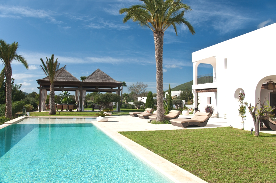 Luxury-Villa-Morna-Valley-Ibiza-Adelto-24