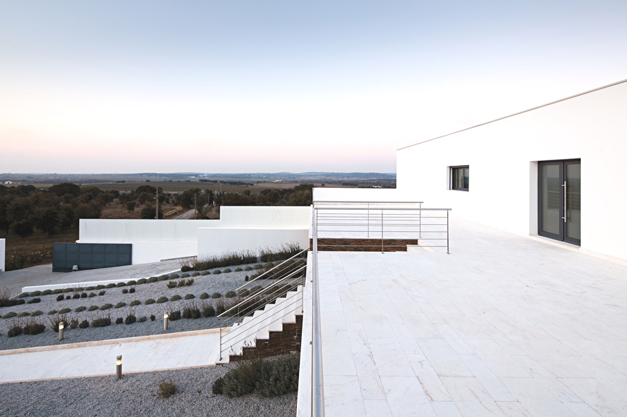 Contemporary-Home-Portugal-Adelto-02