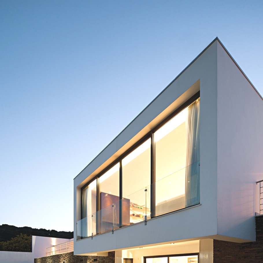Contemporary-Home-Portugal-Adelto-08