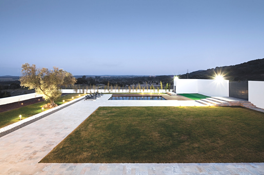 Contemporary-Home-Portugal-Adelto-11