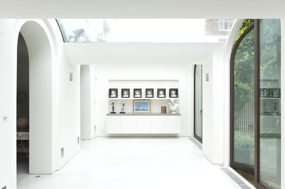 Luxury-London-Mews-House-Adelto-00
