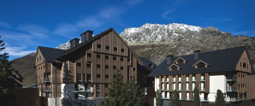 Luxury-Ski-Holiday-Andermatt-Switzerland-Adelto-04