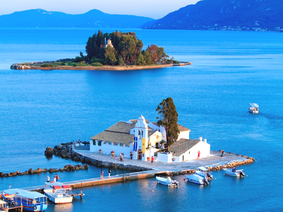 10-reasons-to-visit-Greece-Adelto-07