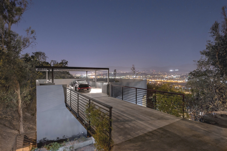Luxury car park house in la by anonymous architects - Maison car park los angeles anonymous architects ...