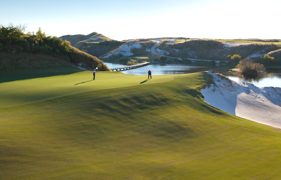 Luxury lodge streamsong resort spa opens in florida for Luxury hotels all over the world