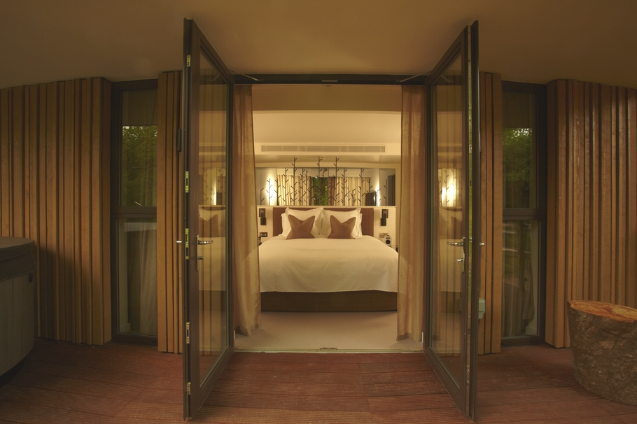 Luxury-Treehouse-Hotel-England-Adelto-01