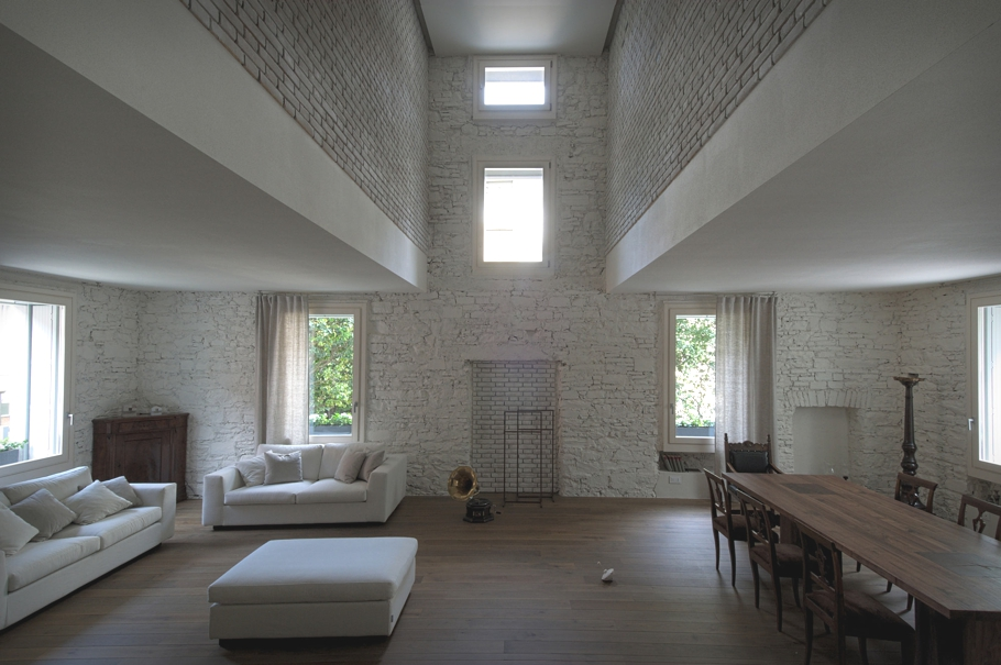 Contemporary-Italian-Villa-Design-Adelto-01
