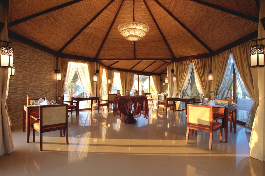 Luxury-Hotel-UAE-Banyan-Tree-Adelto-02