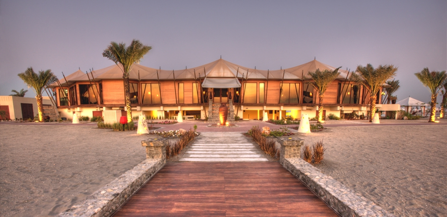 Luxury-Hotel-UAE-Banyan-Tree-Adelto-03