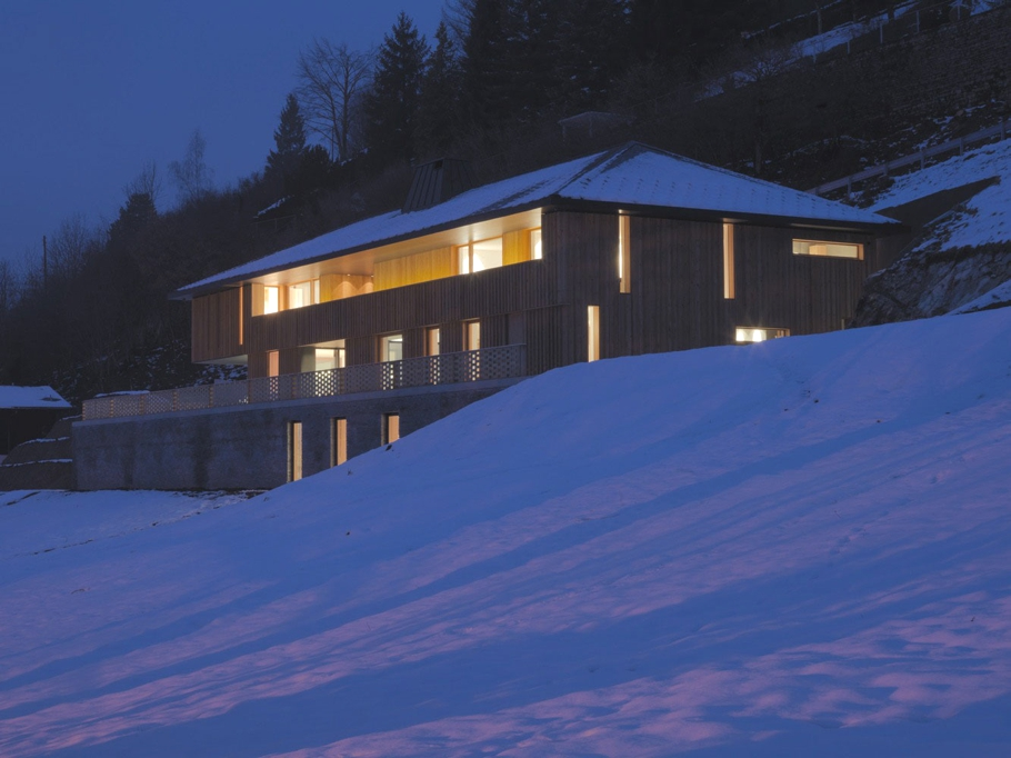 Contemporary-Home-Switzerland-Adelto-11