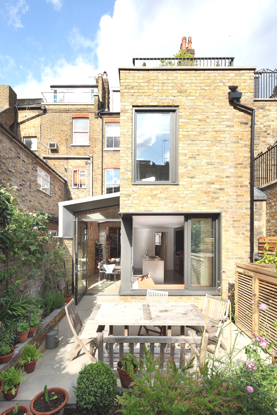 Contemporary-homes-London-England-Adelto-00