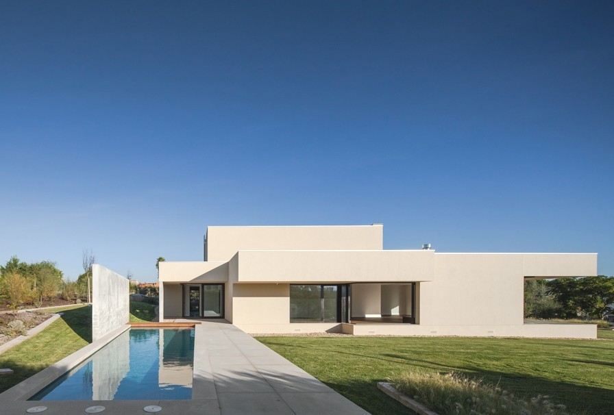 Luxury-Home-Portugal-Adelto-00