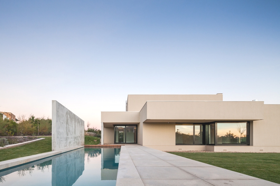 Luxury-Home-Portugal-Adelto-01