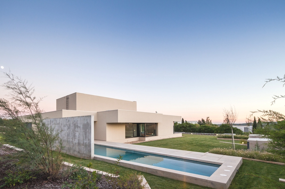 Luxury-Home-Portugal-Adelto-02