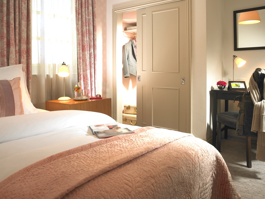 hotel review a quirky british hotel myhotel chelsea adelto adelto. Black Bedroom Furniture Sets. Home Design Ideas
