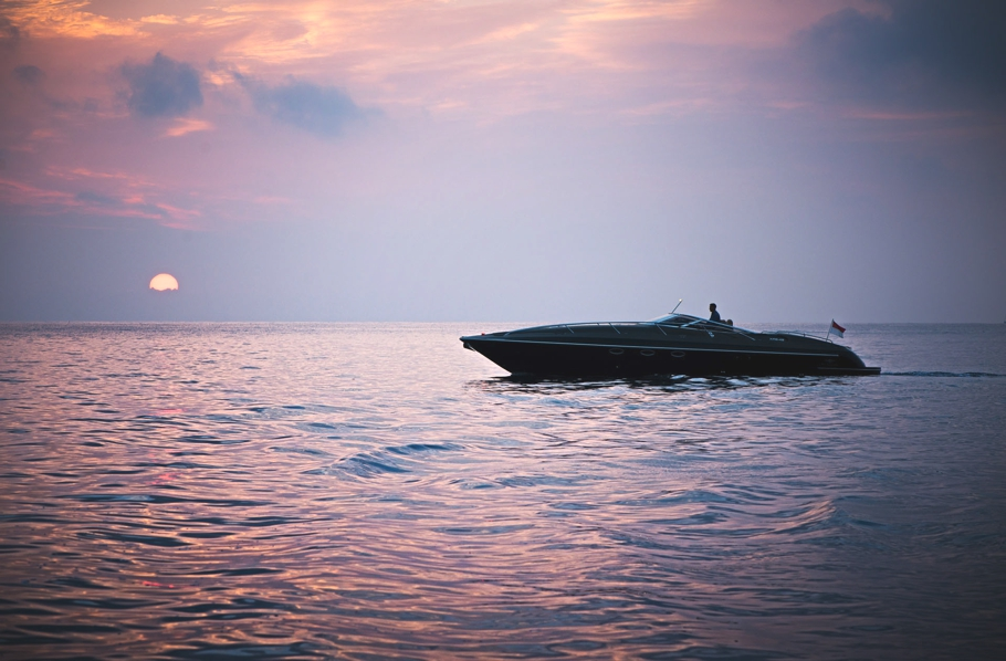 Luxury-powerboat-Hunton-Adelto_0000