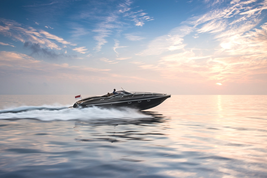 Luxury-powerboat-Hunton-Adelto_0001