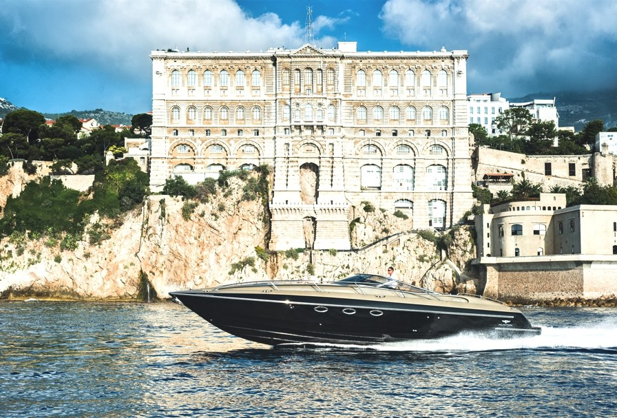 Luxury-powerboat-Hunton-Adelto_0002