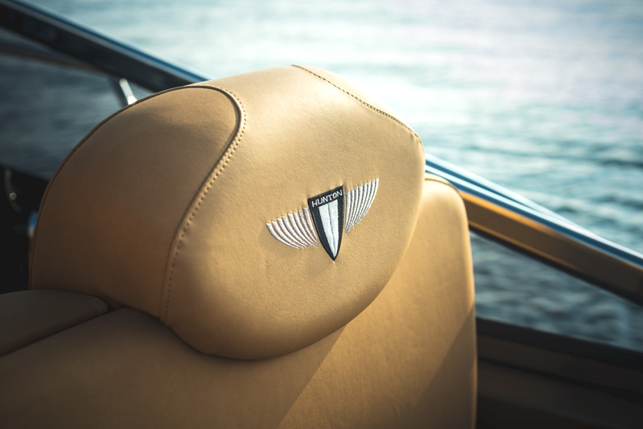 Luxury-powerboat-Hunton-Adelto_0004